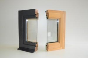 Coupe d'une fenêtre en triple vitrage mixte bois alu